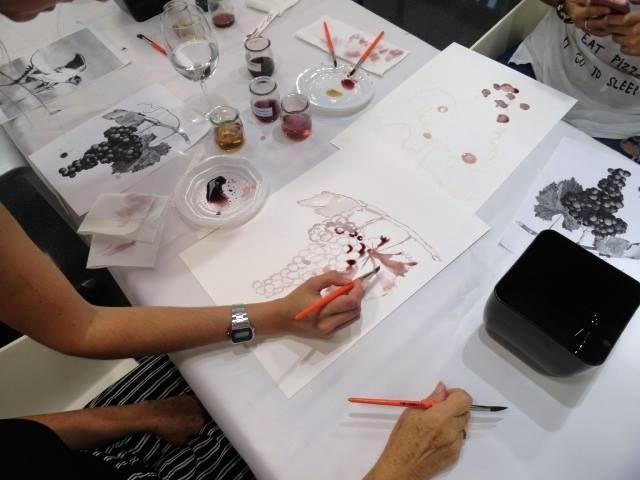 """Imagen Taller """"Pintamos con Vino"""", con Macarena Garví"""