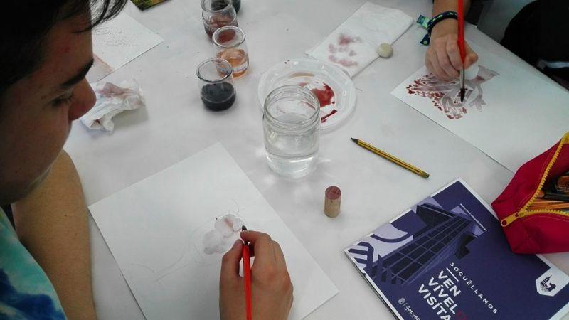 """Imagen Participación del IES Fernando de Mena en el taller """"Pintamos con Vino"""""""