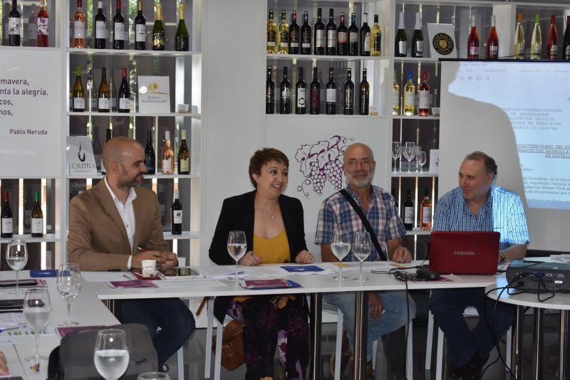 Imagen El Colegio Oficial de Aparejadores celebró una sesión de pleno en el Museo Torre del Vino